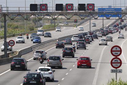 Tráfico denso en Cataluña durante el primer fin de semana de nueva normalidad.