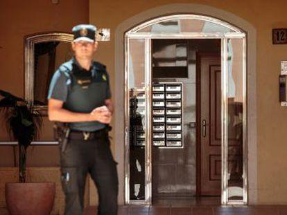 El supuesto homicida saltó desde un quinto piso en la urbanización Port Saplaya de Alboraia cuando la policía accedió a la vivienda