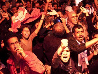 Simpatizantes de En Nahda celebran los resultados electorales.