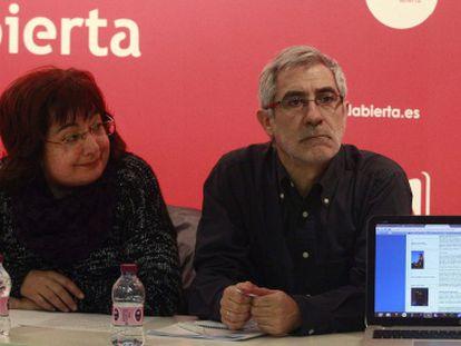 Gaspar LLamazares y Montserrat Muñoz, este domingo, en la reunión del consejo político de Izquierda Abierta.
