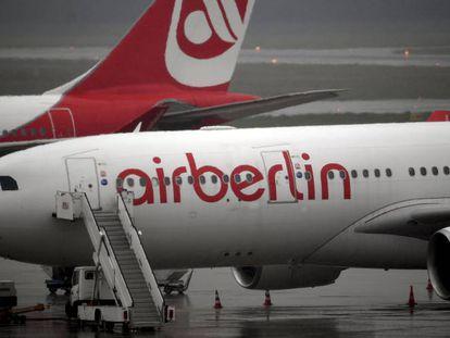 Avión de Air Berlín en el aeropuerto Tegel de la capital alemana, el miércoles 16 de agosto.