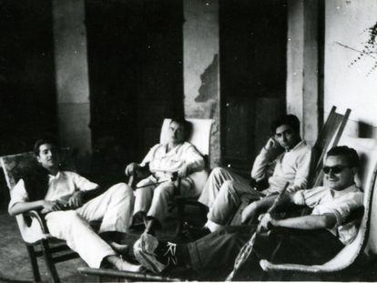 Lluís Maria Riera, Joan Brossa, Antoni Tàpies y Arnau Puig, en 1948.