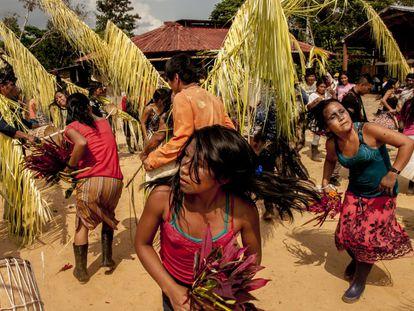 A las orillas del río Bobonaza, en la Amazonía ecuatoriana, el pueblo originario kichwa de Sarayaku celebra la Uyantza Raymi 2017, fiesta tradicional de la cacería.