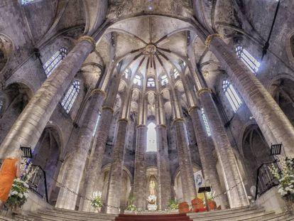 Interior del templo de Santa María del Mar.