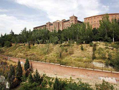Jardines del Seminario Conciliar donde se hará la Casa de la Iglesia. La imagen está tomada desde una vivienda.