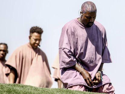 Kanye West, en una actución-misa durante la edición de 2019 del festival Coachella.