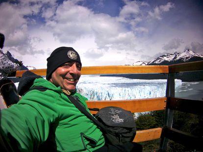 """La segunda vez que Nonay fue al Perito Moreno (Argentina), el paisaje se había transformado. """"Habían instalado plataformas de madera con las que casi llegabas a tocar el glaciar. Me contrató una agencia de viajes especializada en turismo para personas con discapacidad para grabar desde Iguazú a Ushuaia. Desde la última vez que había ido, cinco años atrás con Eva, aquello había cambiado impresionantemente. Tenían incluso vehículos adaptados"""", narra."""