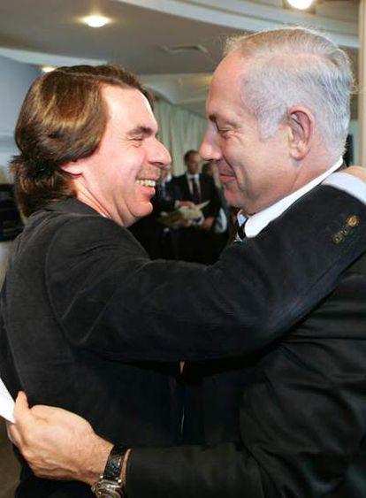 Aznar abraza al líder la oposición israelí, Benjamín Nethanyahu