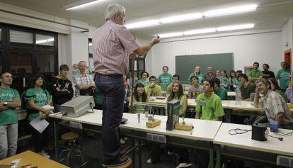 Encierro en el IES Juan de la Cierva de Madrid contra los recortes en la educación. / Luis Sevillano