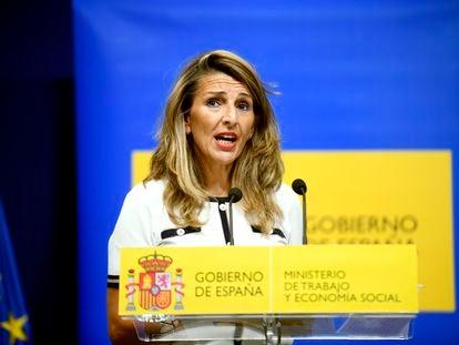 Yolanda Díaz, ministra de Trabajo, atiende a la prensa este lunes en Madrid.