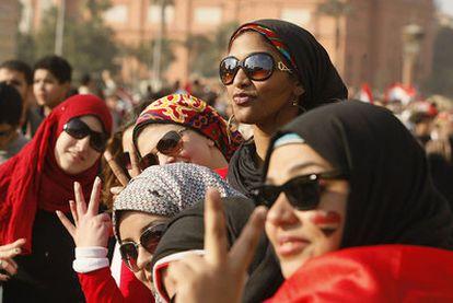 Mujeres en la plaza de Tahrir, el 12 de febrero, tras la renuncia de Mubarak.