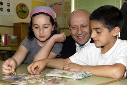 El ministro José Ignacio Wert durante una visita el pasado junio a un colegio vallisoletano.