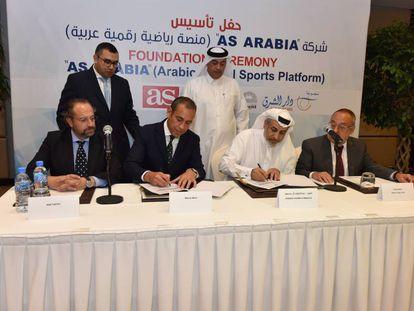 Firma del acuerdo de 'As Arabia', este jueves en Qatar.