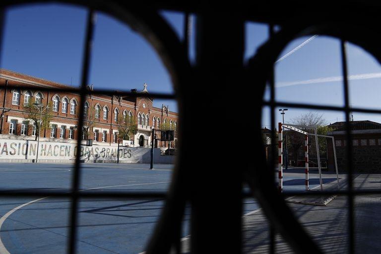 Un colegio en Madrid, cerrado por la lucha contra el coronavirus.