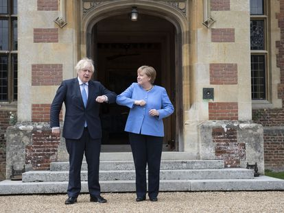Boris Johnson recibe este viernes a Angela Merkel en la residencia oficial de Chequers.