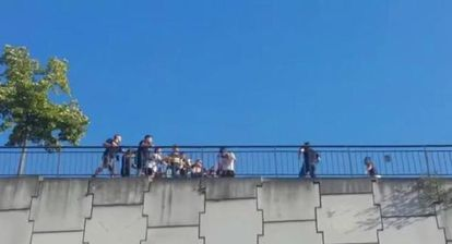 Pelea entre los radicales del Oviedo y el Atlético.