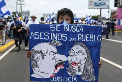 Una mujer enmascarada, en una protesta contra Ortega en Managua.