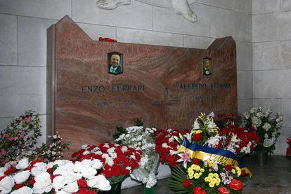 La tumba de Enzo Ferrari en Módena.