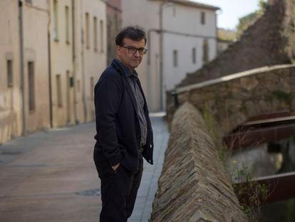 El escritor Javier Cercas en Verges, Girona.