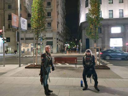 Los Heavies de la Gran Vía, en la principal avenida madrileña este jueves.