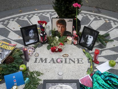 El mosaico de 'Imagine' en el neoyorquino Central Park, hoy 8 de diciembre, día en que se cumple el 40 aniversario del asesinato de John Lennon.