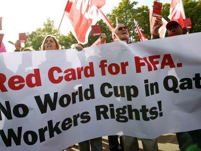 Protesta el pasado mes, en Zúrich, ante la sede central de la FIFA, por los derechos de los trabajadores en Catar