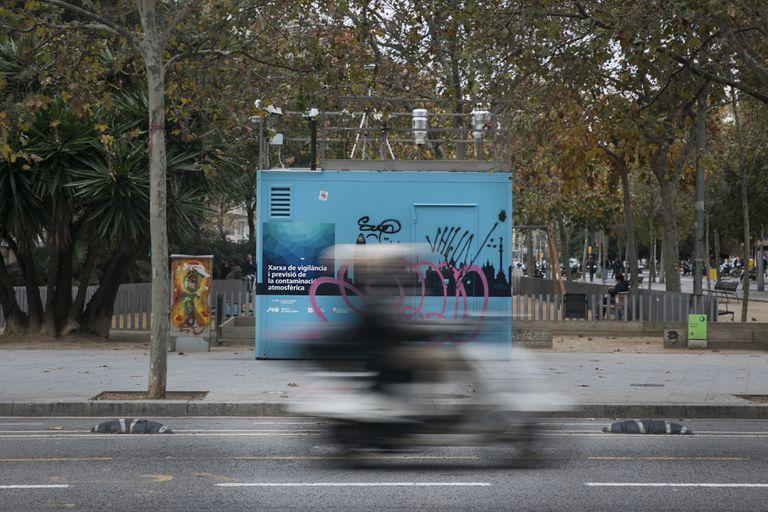 Estación de vigilancia de la calidad del aire y la contaminación en el Eixample de Barcelona.