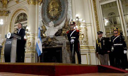 El presidente Mauricio Macri da una rueda de prensa en la Casa Rosada, el 19 de diciembre pasado.