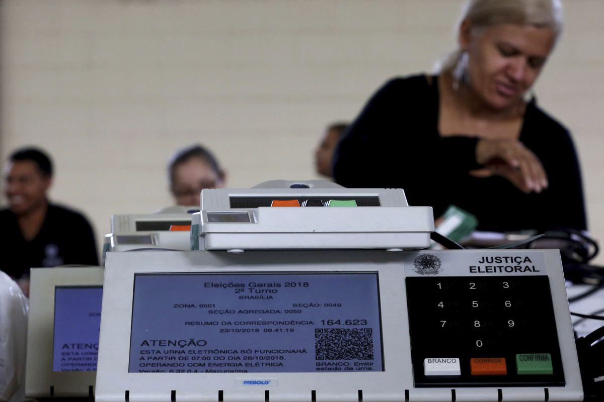 Bolsonaro redobla su ofensiva para cuestionar la urna electrónica que Brasil usa desde hace 25 años | Internacional | EL PAÍS