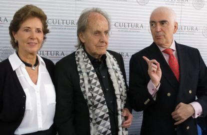 García Cepeda, junto al arquitecto Teodoro Gonzalez de Leon, y el ex secretario de Cultura Rafael Tovar y de Teresa, en mayo del 2016