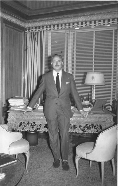 Mariano García, fundador de la empresa que creaba todos los muebles de esas míticas series.