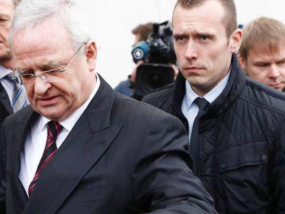 Martin Winterkorn, antiguo presidente de Volkswagen, abandona el Bundestag el jueves tras comparecer en la comisión de investigación sobre el escándalo de las emisiones.