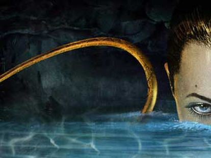Angelina Jolie como la bruja Crispin Grover, en un fotograma de <i>Beowulf,</i> dirigida por Robert Zemeckis y con guión de Neil Gaiman. Neil Gaiman, autor de <i>Objetos frágiles.</i>   Foto: Susanna Sáez
