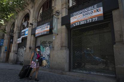 Comercios cerrados en Barcelona por la pandemia.
