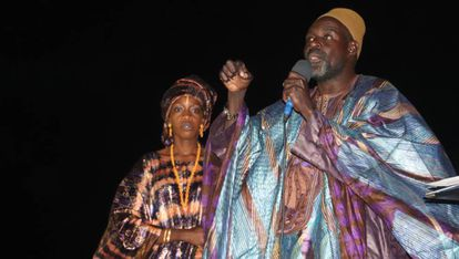 Ngary Niang, griot de Ndiebene, durante una ceremonia en la plaza del pueblo.