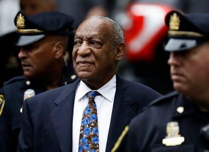 Bill Cosby en las proximidades del tribunal de Pensilvania que le sentenció en 2018.