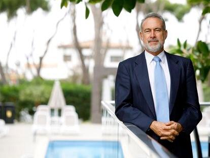 Luis Riu, en uno de los hoteles de la cadena hotelera Riu en una imagen cedida por la compañía.