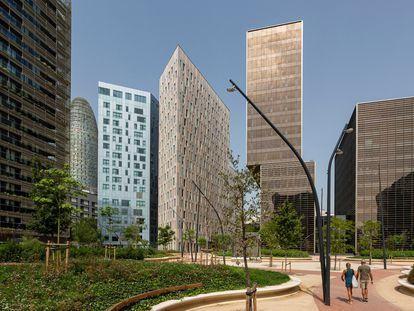 Edificios del 22@ desde el parque de lo Audiovisual.