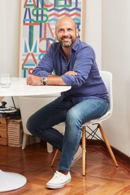 El creativo publicitario Pancho Cassis en su casa de Madrid.