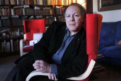 Javier Marías, el miércoles en su casa de Madrid.
