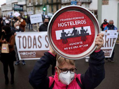 Hosteleros, comerciantes y agencias de viajes gallegos piden en la calle un plan de ayudas.