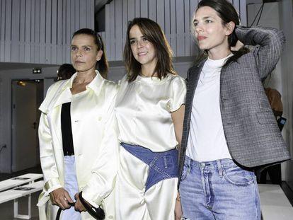 Pauline Ducruet, con su prima Carlota Casiraghi y su madre Estefanía de Mónaco.