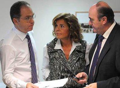Ana Botella y Juan Bravo, hoy en el Palacio de Cibeles durante la presentación de la normativa.