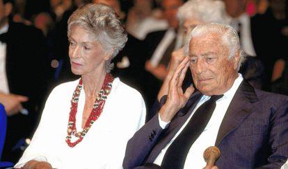 Marella y Gianni Agnelli en la fiesta del centenario de Fiat, en 1999.