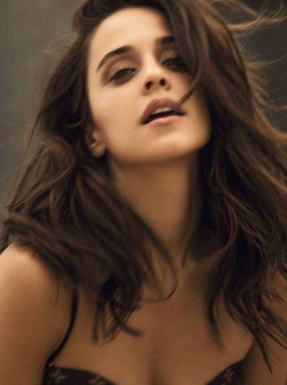 Macarena (que en la cinta se llama adecuadamente María) lleva bikini Louis Vuitton y, en los labios, Rouge Volupté Shine Nº61 de Yves Saint Laurent Beauté.