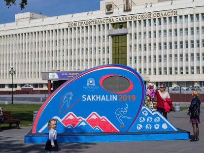 Una niña juega en una plaza de Iuzhno-Sajalinsk, en septiembre de 2018.