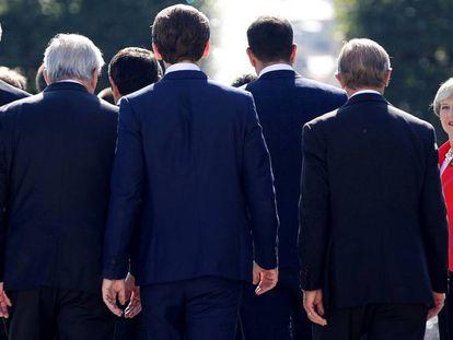 Theresa May, junto aos líderes dos países da UE.