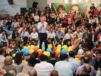El presidente Mauricio Macri hable durante un acto de campaña en Santa Rosa, capital de la provincia de La Pampa.