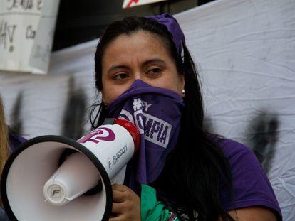 El pasado mes de noviembre el Senado de México aprobó la Ley Olimpia para tipificar varios delitos relacionados de acoso digital, en particular en lo referido a la difusión de contenido íntimo y sexual.