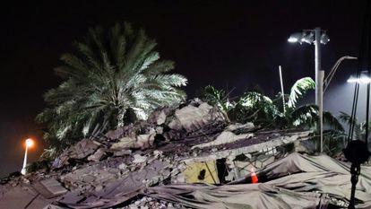 Los escombros del edificio tras la demolición esta madrugada.